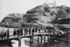 Tropas en el puente de tablas  de Botorrita ofensiva de Teruel 1937-1938