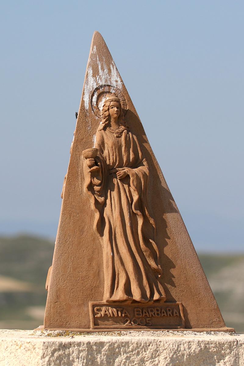 Peirón de Santa Bárbara en el cabezo que lleva su nombre, fue erigido por los ciclistas de Botorrita en 2005.