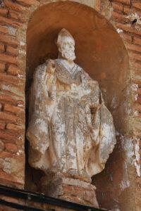 Hornacina con la figura de San Agustín, patrono de Botorrita.
